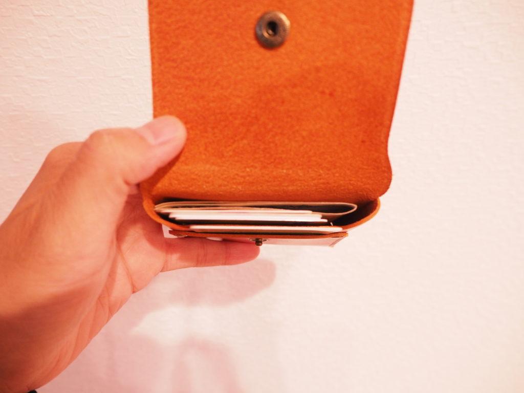 究極のミニマル財布にお札やカードを入れてみた